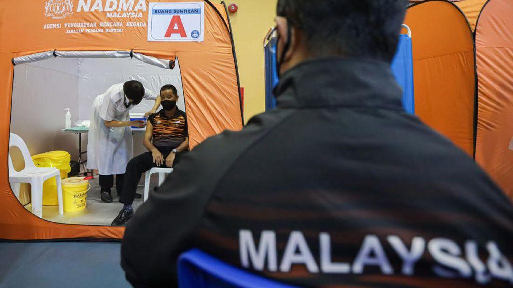 Malaysia Akan Sanksi Tegas Guru yang Tolak Vaksinasi COVID-19