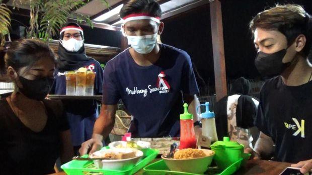 Hafal Pancasila, Bisa Makan Gratis Bakso Lobster dan Mukbang Seafood Di Banyuwangi