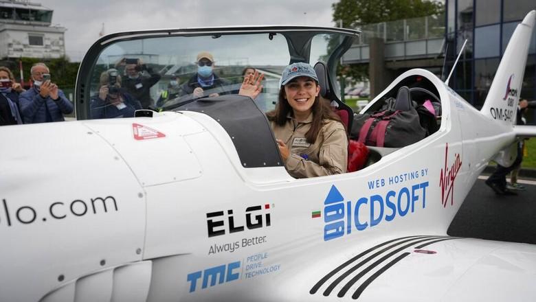 Zara Rutherford siap pecahkan rekor sebagai wanita termuda yang terbang solo keliling dunia. Gadis berusia 19 tahun itu memulai petualangannya dari Belgia.
