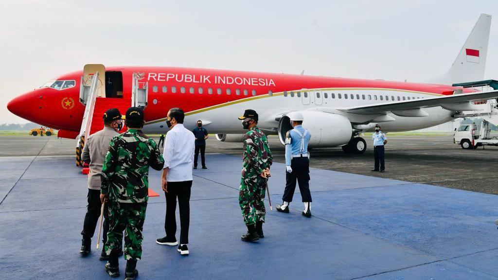 Penerbangan Perdana Jokowi Pakai Pesawat Merah Putih