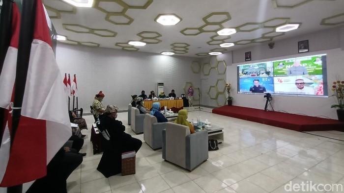 Pemkot Probolinggo menggelar acara Ngobrol Penuh Ispirasi (NGOPI). Acara virtual tersebut turut menghadirkan Menteri Pariwisata dan Ekonomi Kreatif (Menparekraf), Sandiaga Uno.
