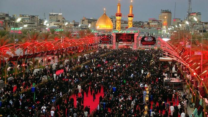 Sejumlah Muslim Irak mendatangi tempat-tempat suci yang ada di Irak. Mereka datang untuk merayakan Muharram.