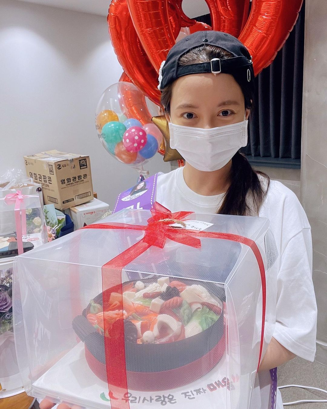 Song Ji-Hyo Rayakan Ulang Tahun ke-40, Pamer 20 Kue Tart Sekaligus!