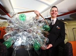 Intip Seragam Pilot dan Awak Kabin EasyJet Berbahan Botol Plastik