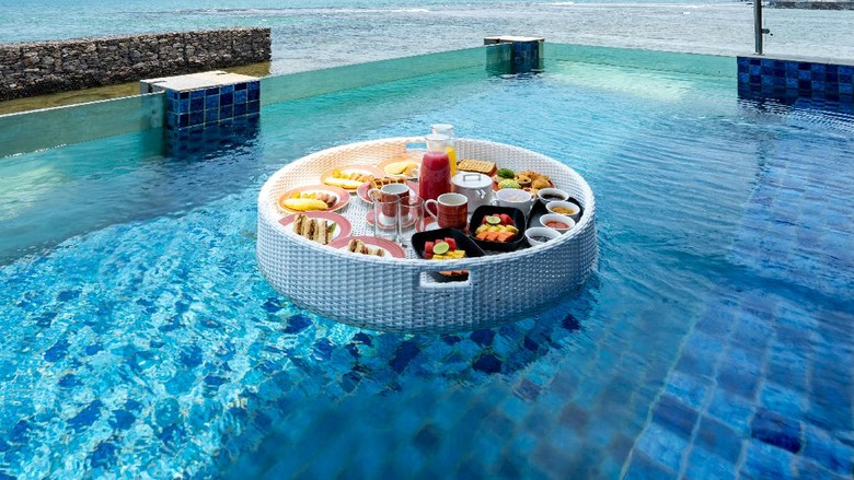 Aquavilla Aston Anyer Beach Hotel