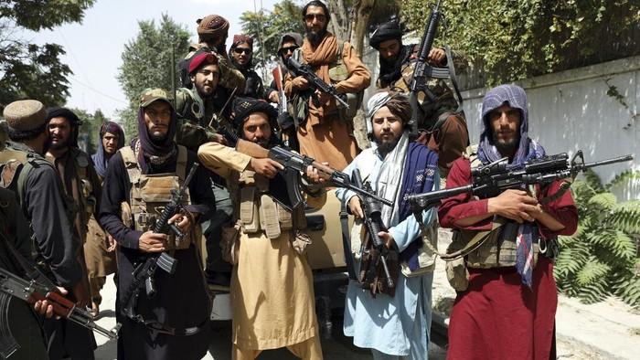 Operasi militer yang digencarkan Taliban membutuhkan dana yang tidak sedikit meski tidak diketahui secara pasti besaran dana namun dikutip VOA, Taliban diprediksi mampu menghasilkan US$300 juta hingga US$1,6 miliar per tahunnya.