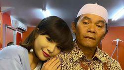 Ditangkap Polisi karena Berbikini, Dinar Candy Minta Maaf pada Sang Ayah
