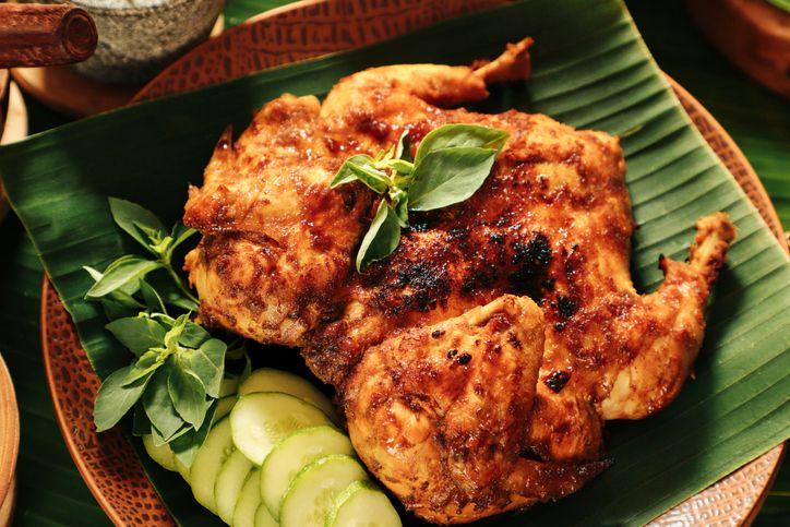 Lesti dan Rizky Billar Adu Tarik Ayam Bekakak, Ini Filosofinya Dalam Adat Sunda