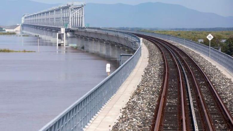 Jembatan kereta api Tongjiang-Nizhneleninskoye China dan Rusia