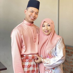 Ini Kisah Lengkap Murid Viral Menikahi Gurunya yang Lebih Tua 25 Tahun
