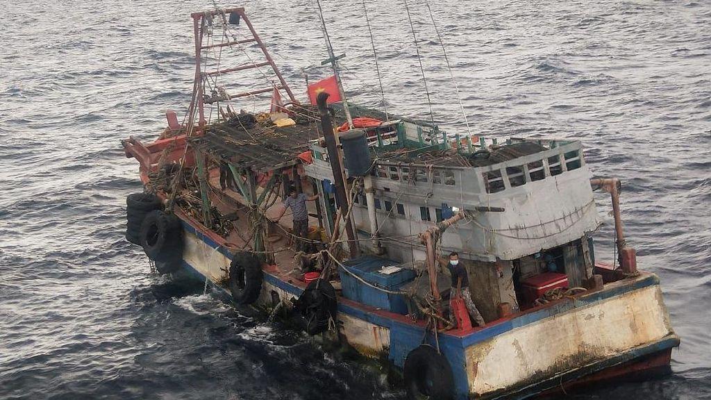 KKP Tangkap 2 Kapal Maling Ikan di Natuna, 1 Terbakar dan Tenggelam