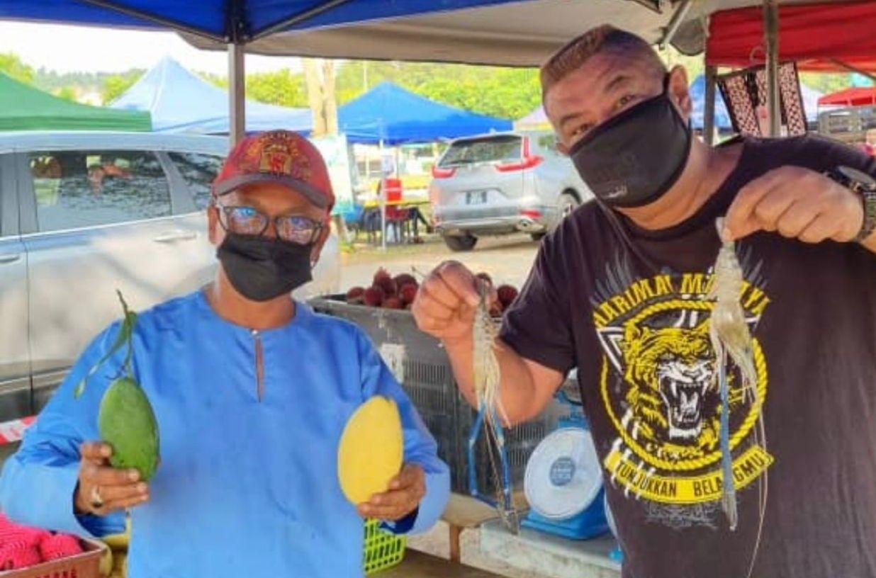 Imbas Pandemi, Komedian Legendaris Ini Sekarang Jadi Pedagang Buah