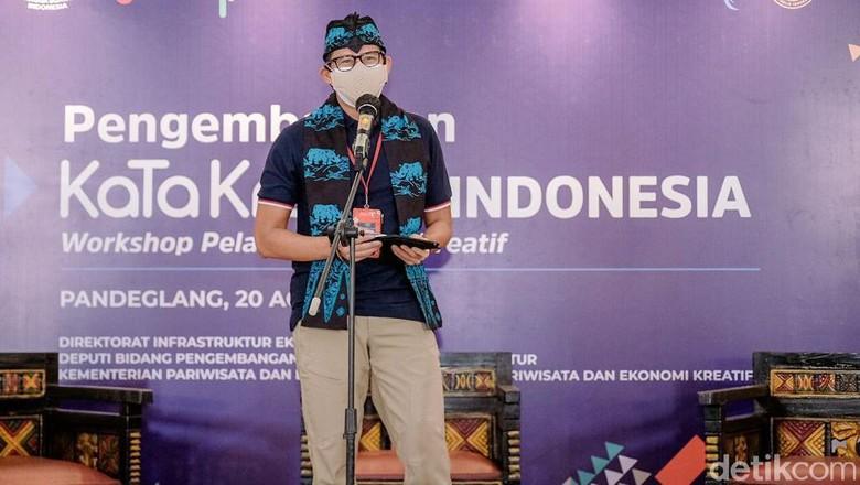 Menteri Pariwisata dan Ekonomi Kreatif (Menparekraf) Sandiaga Uno melakukan kunjungan kerja ke Pandeglang, Banten. Di sana, dia melaunching program KataKreatif untuk mendorong produk para pelaku UMKM bisa mendunia dengan diekspor ke berbagai negara.