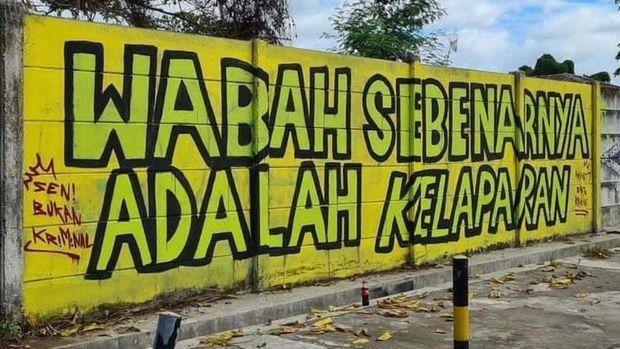 Mural bertuliskan 'Wabah Sebenarnya Adalah Kelaparan' juga muncul di Kota Banjarmasin, Kalimantan Selatan (Kalsel). Mural tersebut telah dihapus Satpol PP. (dok Istimewa)