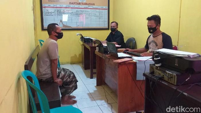 Pria di Banyuwangi ditangkap setelah mencabuli anak usia 10 tahun. Saat melakukan pencabulan, pelaku mengaku sebagai dukun sakti.