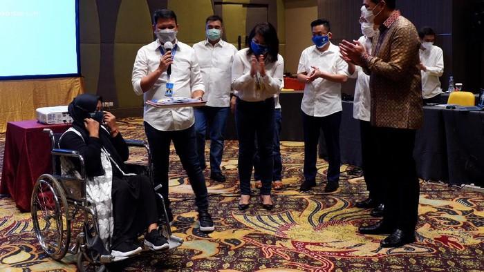 Usaha mikro, kecil, dan menengah (UMKM) jadi salah satu sektor yang terpukul pandemi COVID-19. Terlebih untuk masyarakat menengah ke bawah dan kaum disabilitas.