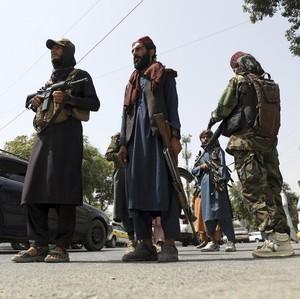 Taliban Pecut Orang-orang yang Pakai Jeans dan Baju Kebaratan di Jalan