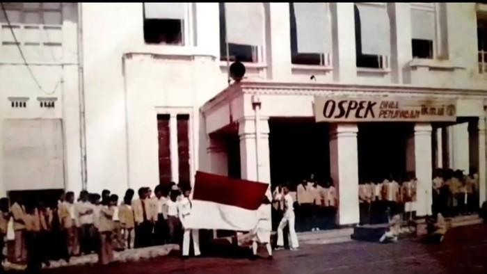 Menkeu Sri Mulyani membagikan video berisi foto kenangan ospek dan kuliah di UI Salemba.-teman kuliah di UI Salemba.