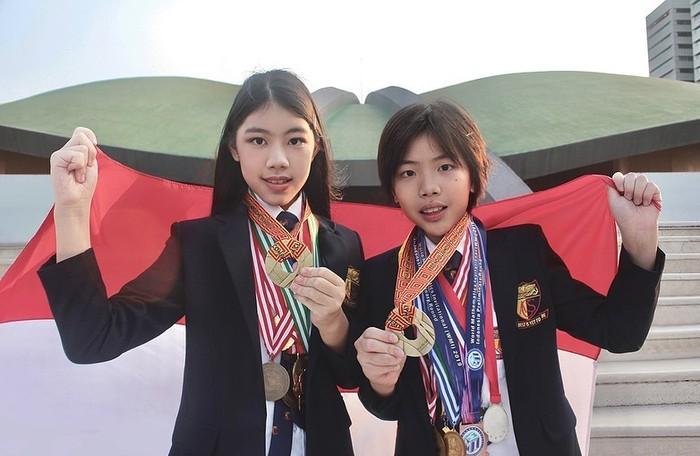 Mischka Aoki dan Devon Kei Enzo, kakak-adik peraih 33 medali kompetisi sains dan matematika internasional.