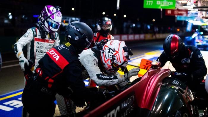 Sean Gelael di sesi latihan bebas 24 Hours of Le Mans bareng Jota #28