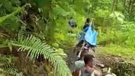 Tak Ada Puskesmas-Nakes, Ibu di Maluku Ditandu 37 Km untuk Lahiran