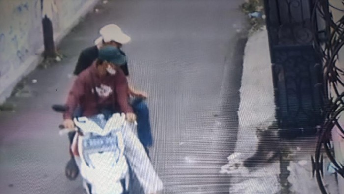 Tangkapan layar CCTV merekam aksi pencurian kucing persia di Depok (dok.polisi)