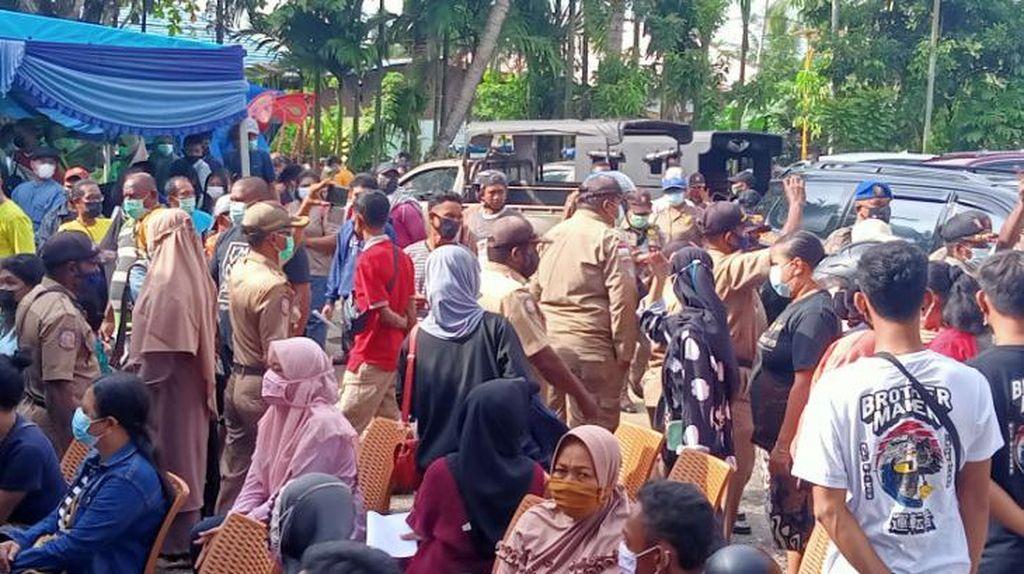 Ricuh, Vaksinasi COVID Massal NasDem di Sorong Dibubarkan Satpol PP