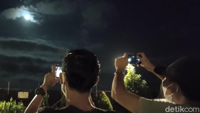 blue moon di jember
