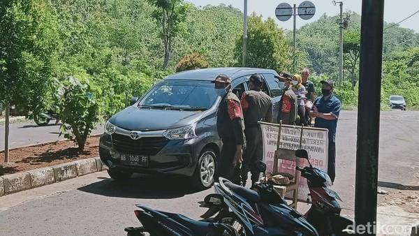 Seperti diketahui, ribuan warga dan pengunjung banyak yang menyambangi lokasi pantai di kawasan Gunungkidul, Yogyakarta. Dok. SAR Satlinmas Wilayah I Kabupaten Gunungkidul.