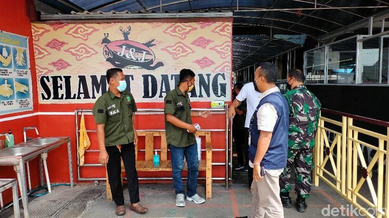 Auditor CHSE wilayah Jabar saat melakukan pengecekan lapangan di wisata J&J Kuningan