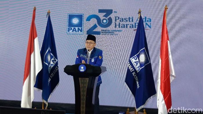 Ketum PAN Zulkifli Hasan menyebut Jokowi lebam-lebam mengatasi pandemi (Rakha Arlyanto Darmawan/detikcom).