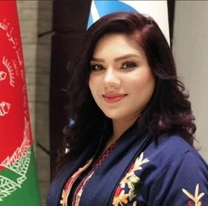 Cerita Pembaca Berita Dicaci Maki Taliban karena Tak Berhijab & Pakai Makeup