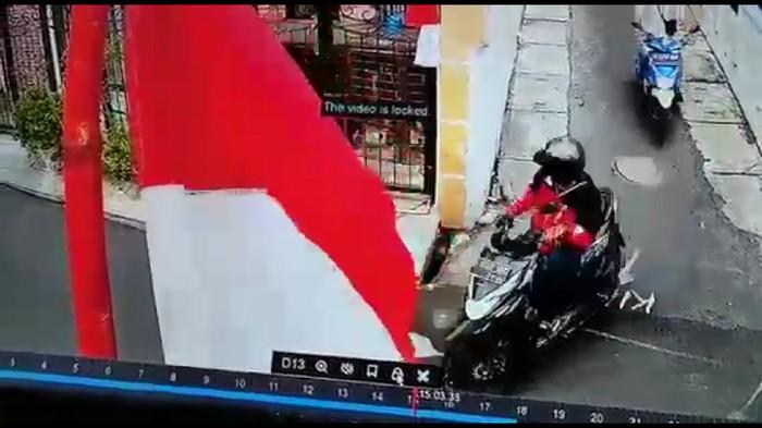 Pencurian motor di siang bolong di Palmerah Jakbar.