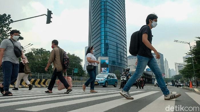 Pemprov DKI mengklaim Jakarta sudah masuk zona hijau COVID-19. Aktivitas warga pun terpantau sedikit meningkat dari saat awal-awal PPKM. Faktanya?