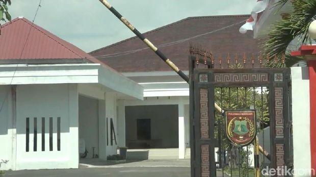 Rumah dinas Bupati Polewali Mandar, Andi Ibrahim