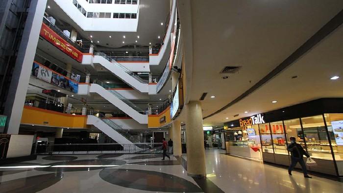 Uji coba scan QRcode aplikasi Peduli Lindungi dilakukan di Solo Grand Mall (SGM). Simulasi ini untuk mengedukasi warga tentang tata cara masuk mal di Solo.