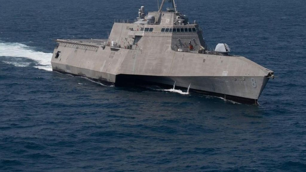 KRI Golok Mirip Kapal Perang AS USS Independence, Siapa Lebih Canggih?