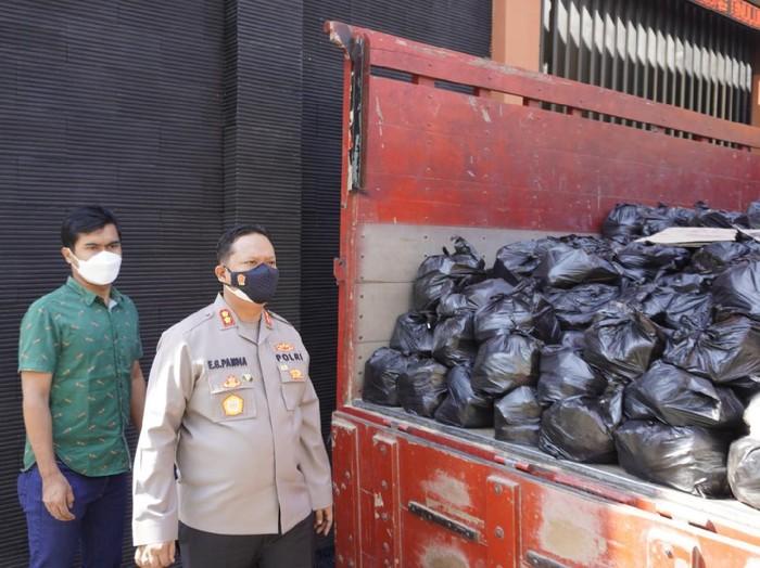 500 Paket Sembako dari Pengusaha Blitar disalurkan ke Bojonegoro