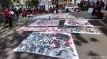 Aksi Mahasiswa Pasang Spanduk 404 Not Found di Kantor Walkot Bandung