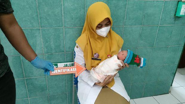 Bayi dibuang dalam kardus, mulutnya diplester, Wonogiri, Selasa (24/8/2021).