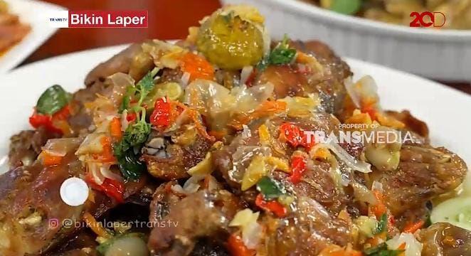 Bikin Laper! Ncess Nabati Cicip Pecak Ayam Betawi yang Pedasnya Endol