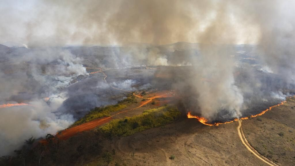 Gegara Balon Udara, Taman di Brasil Terbakar