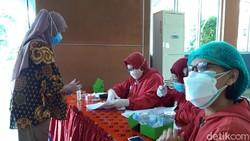 Pemkab Boyolali mulai melakukan vaksinasi terhadap ibu hamil dengan usia kandungan 13-33 minggu. Para Bumil pun mengungkapkan kegembiraannya.