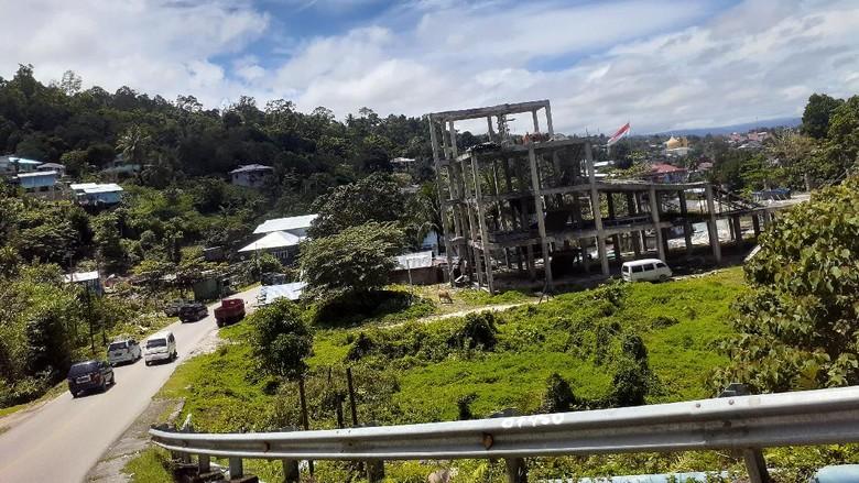 Fakfak, Papua Barat dikenal sebagai kota pala, karena pala menjadi komoditas ekspor. Namun, belum banyak yang tahu bahwa Fakfak memiliki sistem transportasi unik.