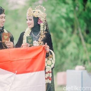 Ada-ada Saja, Viral Pengantin di Madura Ini Sesi Foto Pernikahan di Kuburan