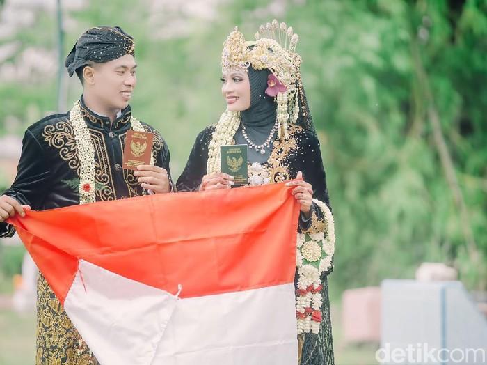Kisah pengantin viral yang sesi foto di pemakaman umum.