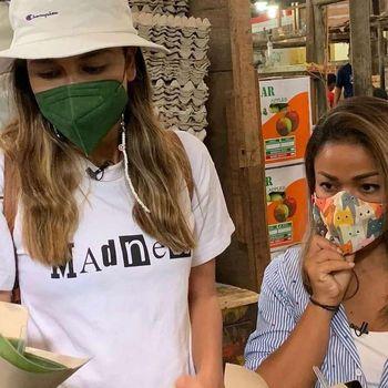 Keseruan Luna Maya dan Nirina Zubir Jajan Lenjongan di Pasar Gede Solo
