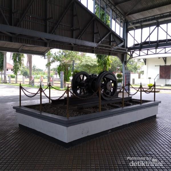 Stasiun Ambarawa terdiri dari 3 bangunan tertutup dan 1 bangunan terbuka