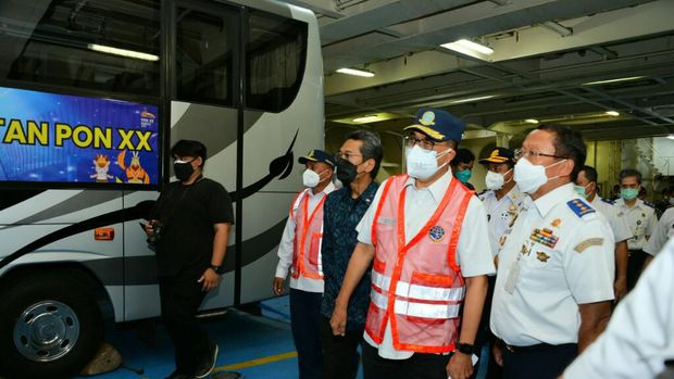 Menhub Lepas Bus untuk PON Papua