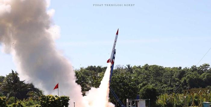 Roket RX450-5 yang dikembangkan LAPAN